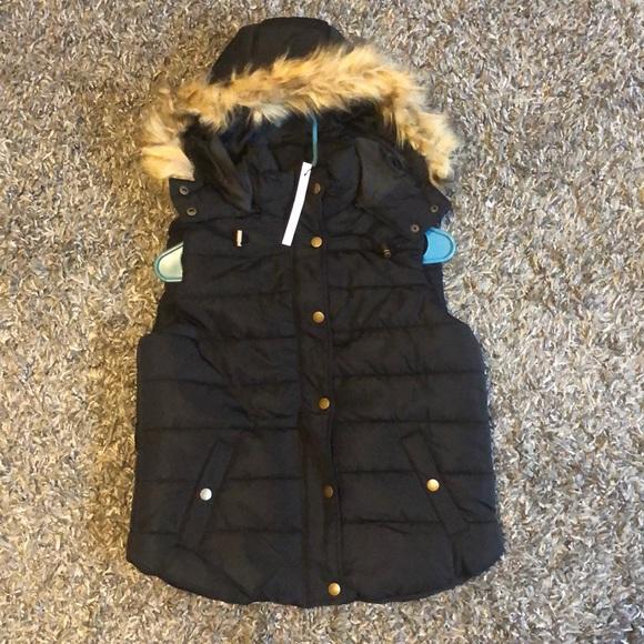 Love Tree Jackets & Blazers - New black puffer vest